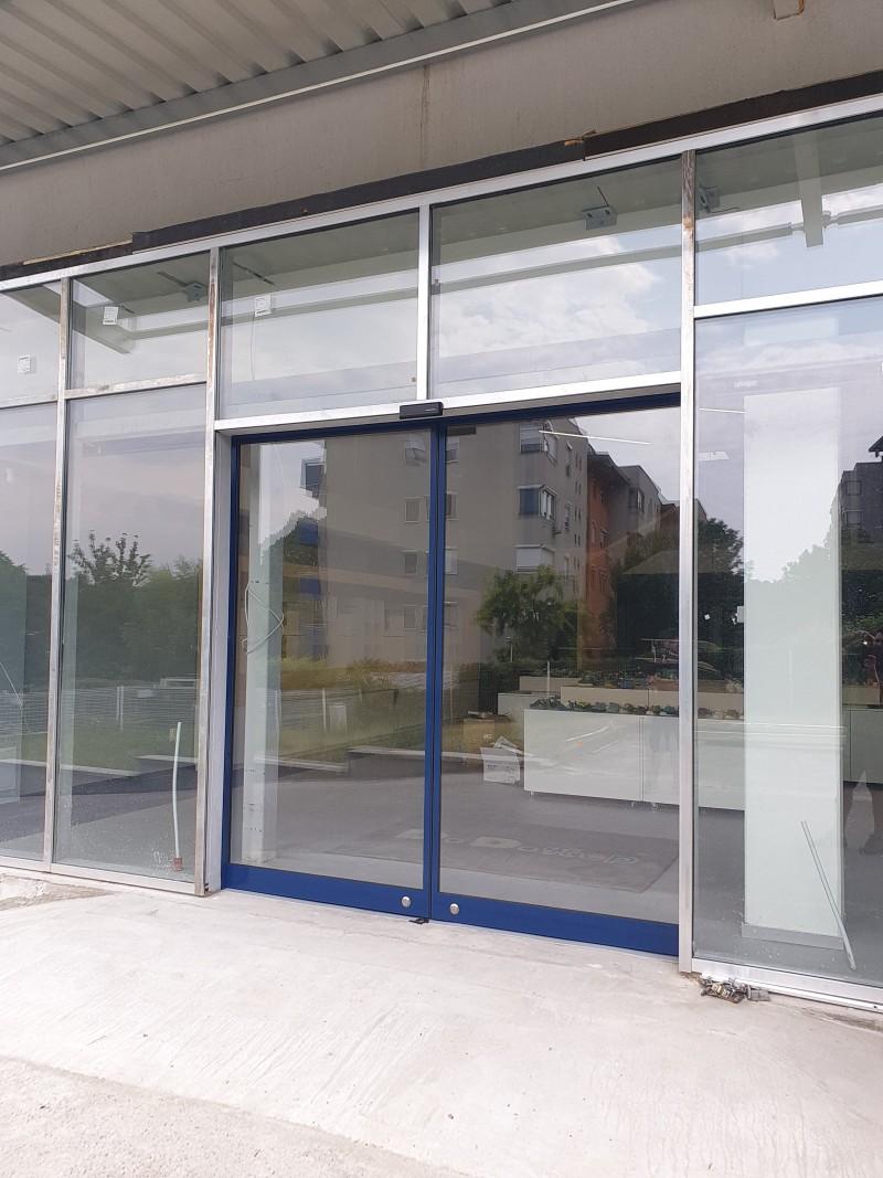 2 szárnyas fotocellás, automata ajtó kivitelezési munkánk Bp. 14. kerületben