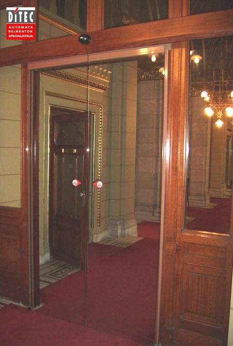 A Parlamentben is a Ditec automata ajtónkat választották