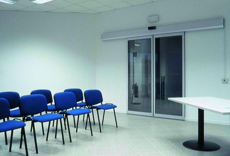 Automata ajtó konferencia teremben