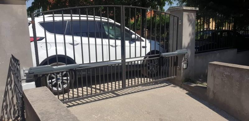 Kétszárnyú kapunyitó automatika telepítésünk Budapest 22. kerületben